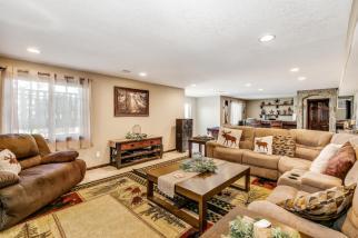 8422 SE 25 St Murdock KS 67111-large-038-032-Family Room-1500x1000-72dpi