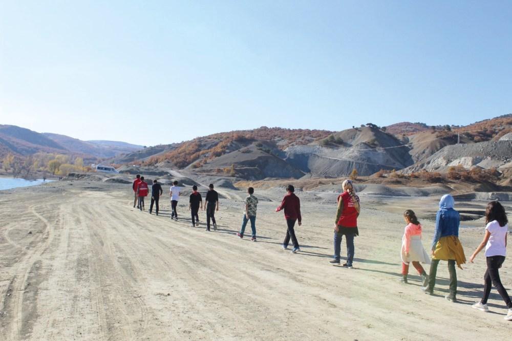 Sungurlu Gençlik Merkezi 02-08 Kasım Lösemili Çocuklar Haftası nedeniyle, farkındalık oluşturmak için doğa yürüyüşü gerçekleştirdi. | Sungurlu Haber
