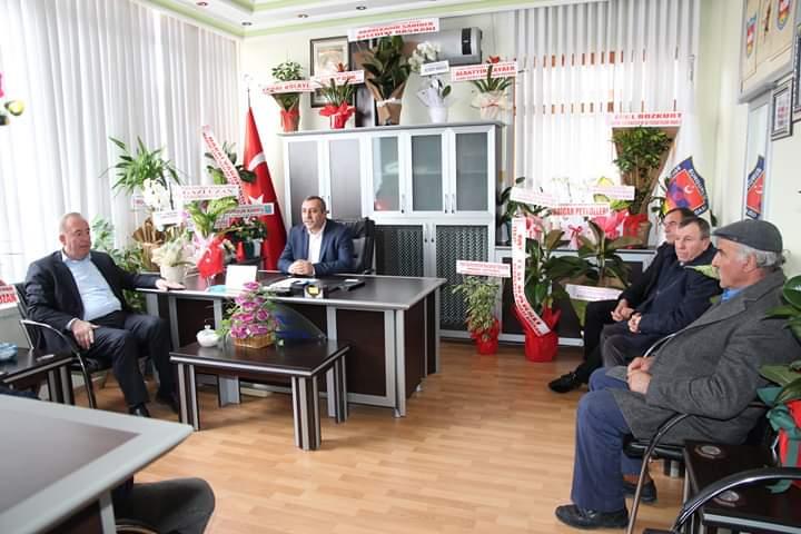 Sungurlu Belediye Başkanı Abdulkadir Şahiner, Sungurlu Şoförler ve Otomobilciler Esnaf Odası Başkanı İsmail Pozan'a hayırlı olsun ziyaretinde bulundu.   Sungurlu Haber