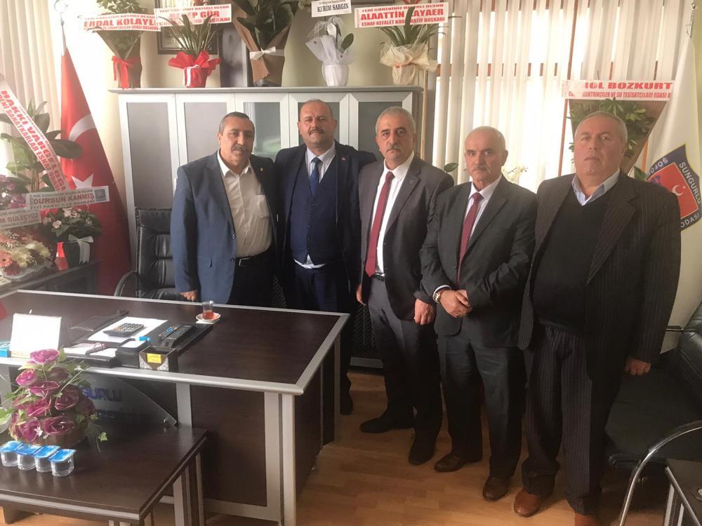 İYİ Parti Sungurlu İlçe Başkanlığına seçilen Dursun Kanmış, İl Genel Meclisi Üyesi Ercan Şahin ve yönetim kurulu üyeleriyle birlikte nezaket ziyaretlerinde bulundu. | Sungurlu Haber