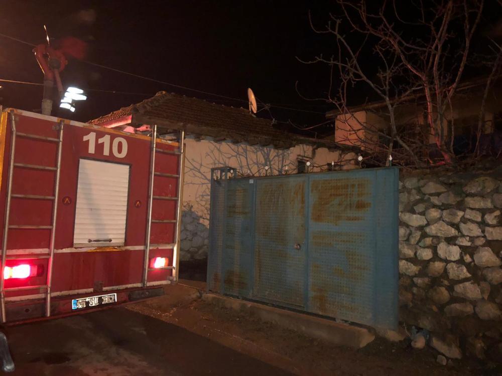 Sungurlu'da meydana gelen yangında bir ev kullanılmaz hale geldi. | Sungurlu Haber