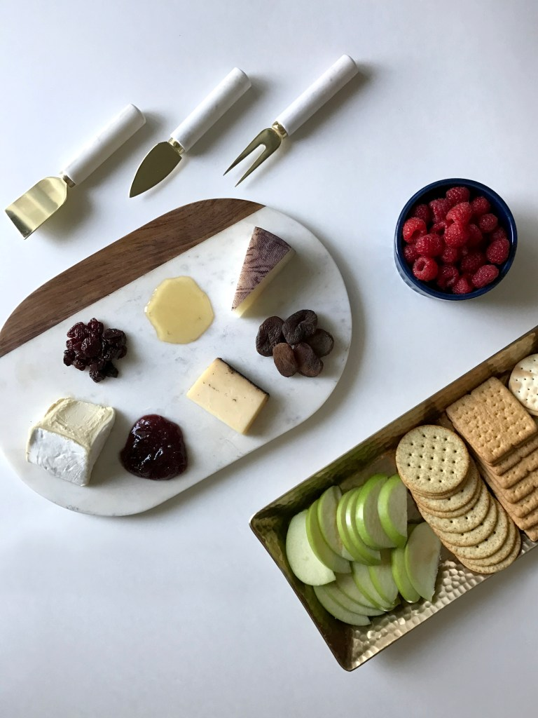 How to Create a Cheese Board in 3 Easy Steps. Delicious Entertaining Idea! Entertaining | Recipes | Cheeseboard | Hosting | Easy Appetizers | Charcuterie http://www.sunkissedindecember.com/2017/01/06/create-a-cheese-board/
