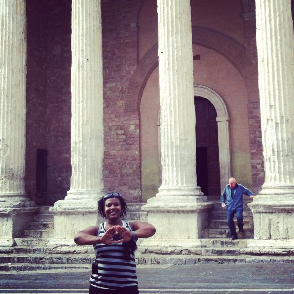 me being all owt (i love my dst) in front of the temple di minerva in assisi