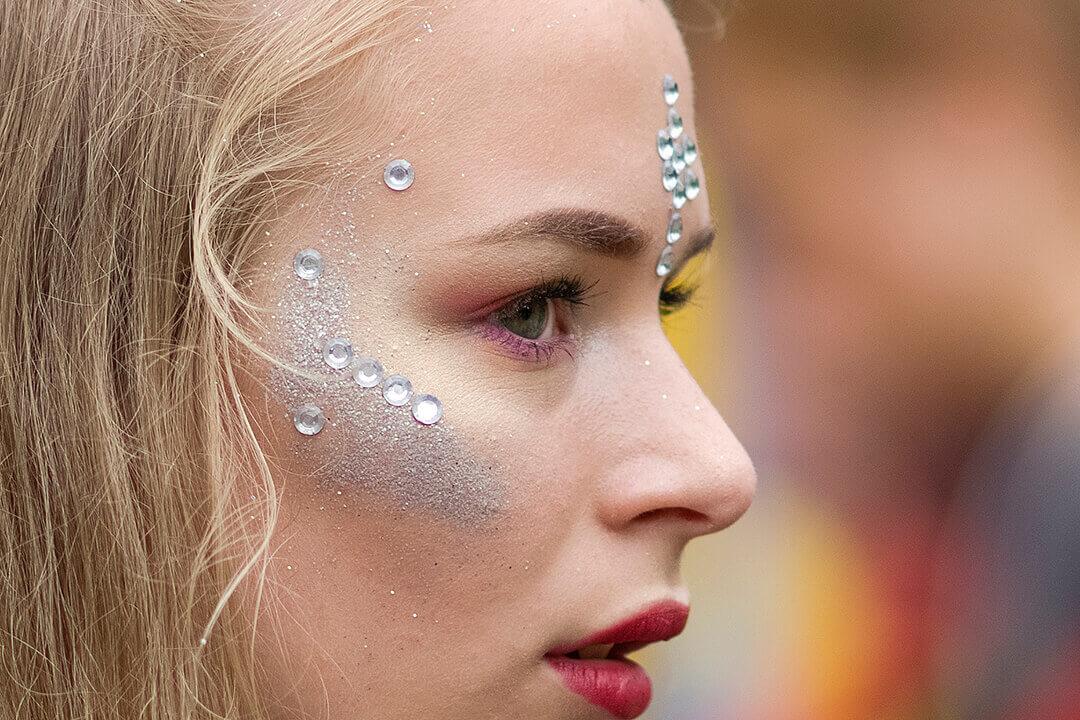 水鑽也能用在美妝!適合臉部、身體的美妝貼鑽設計