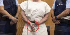 جريمة نيوزيلندا.. شخص يحاول طعن إرهابي نيوزيلندا في المحكمة
