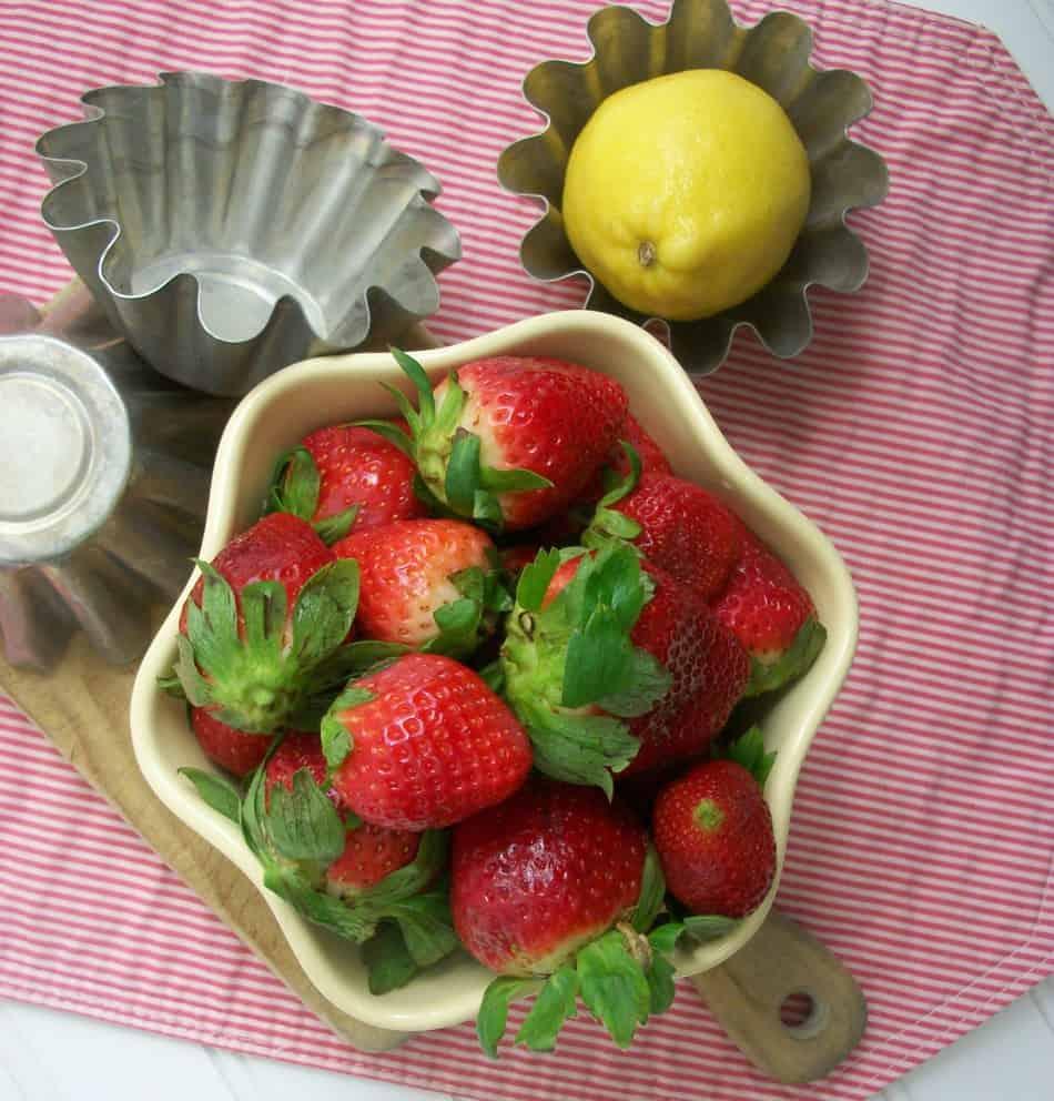 Skinny Strawberry Coconut Lemonade Detox Water