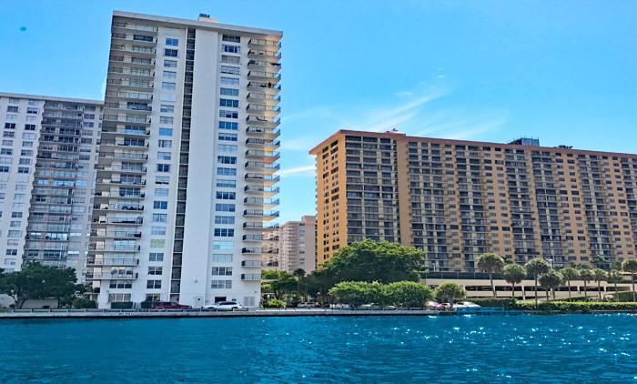 Winston Towers 500 condominium complex