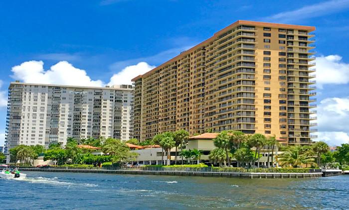 Winston towers 700 condominium complex
