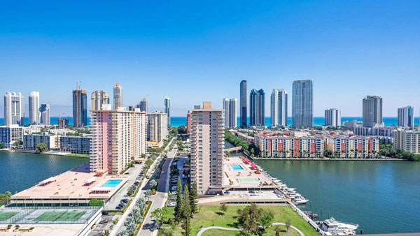 Winston Towers 700 Condos for Sale