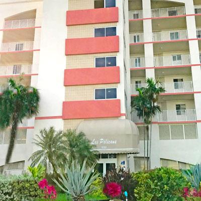 Les Pelican apartment building