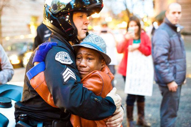 cop hugs Ferguson protestor