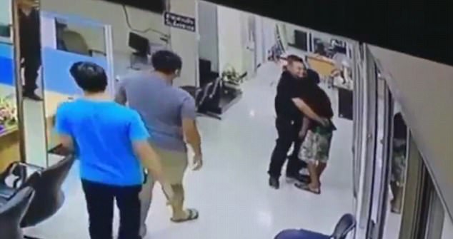 cop talks down man with knife and hugs him