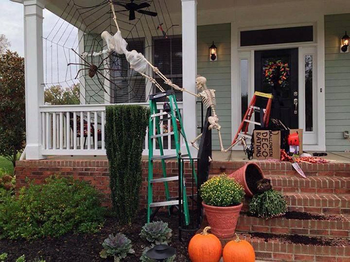 10 Funny Skeleton Decorations To Try Out This Halloween