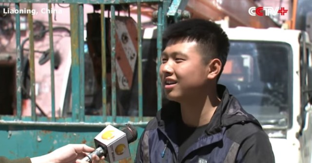 teen saves people from burning building