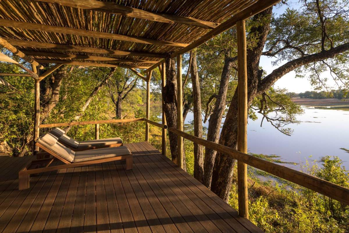 Relaxing views of the river from each guest room at Chindeni2