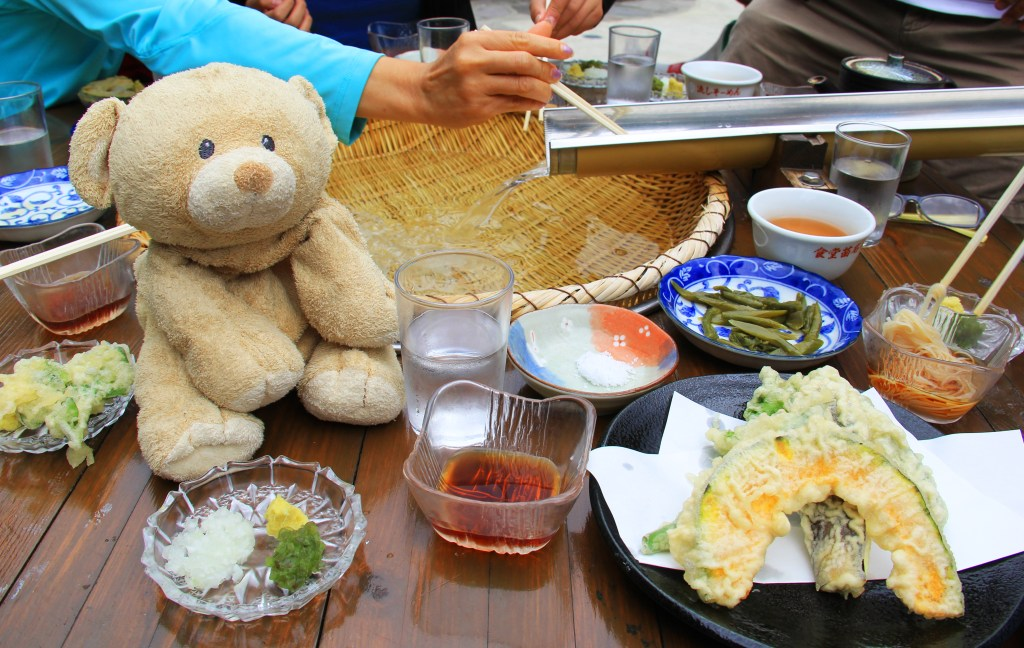 Refreshingly cold somen served with sauce and tempura.