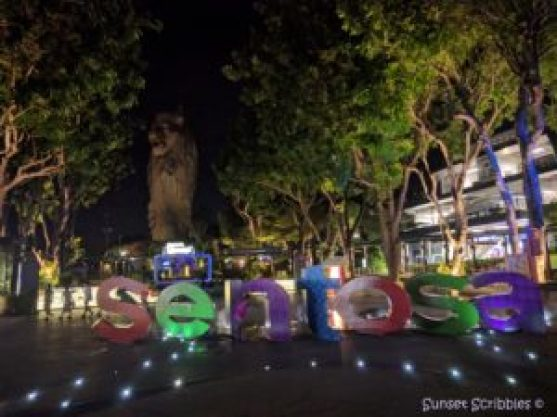 Singapore - Sentosa sign & merlion