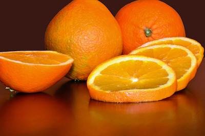 whole oranges with sliced oranges in front