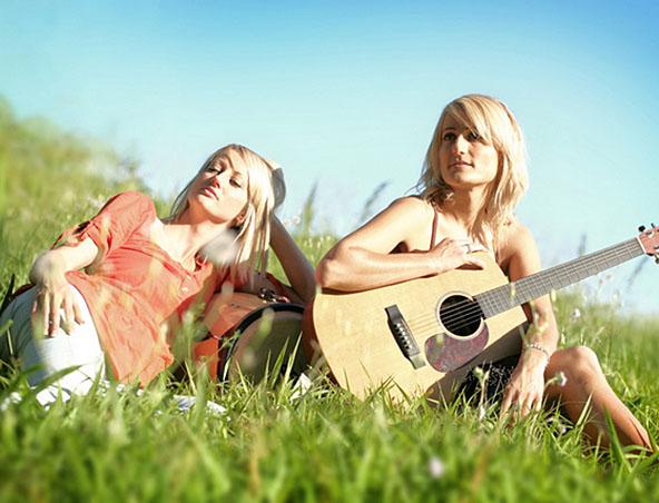 2 Of Romeos Girls Sunshine Coast Acoustic Duos - Hire Singers Musicians - Entertainers Noosa Maroochydore Mooloolaba