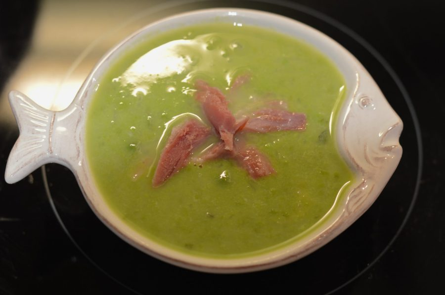 English pea and ham soup