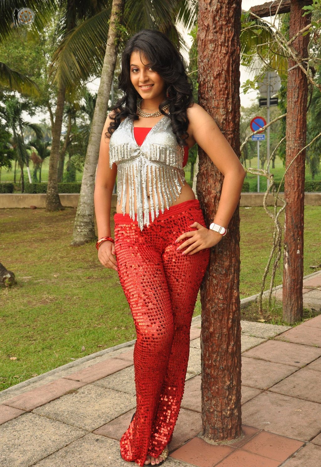 Cute Sneha Wallpapers 22 Anjali Hot Oops Moment Hq Pictures Bikini Images