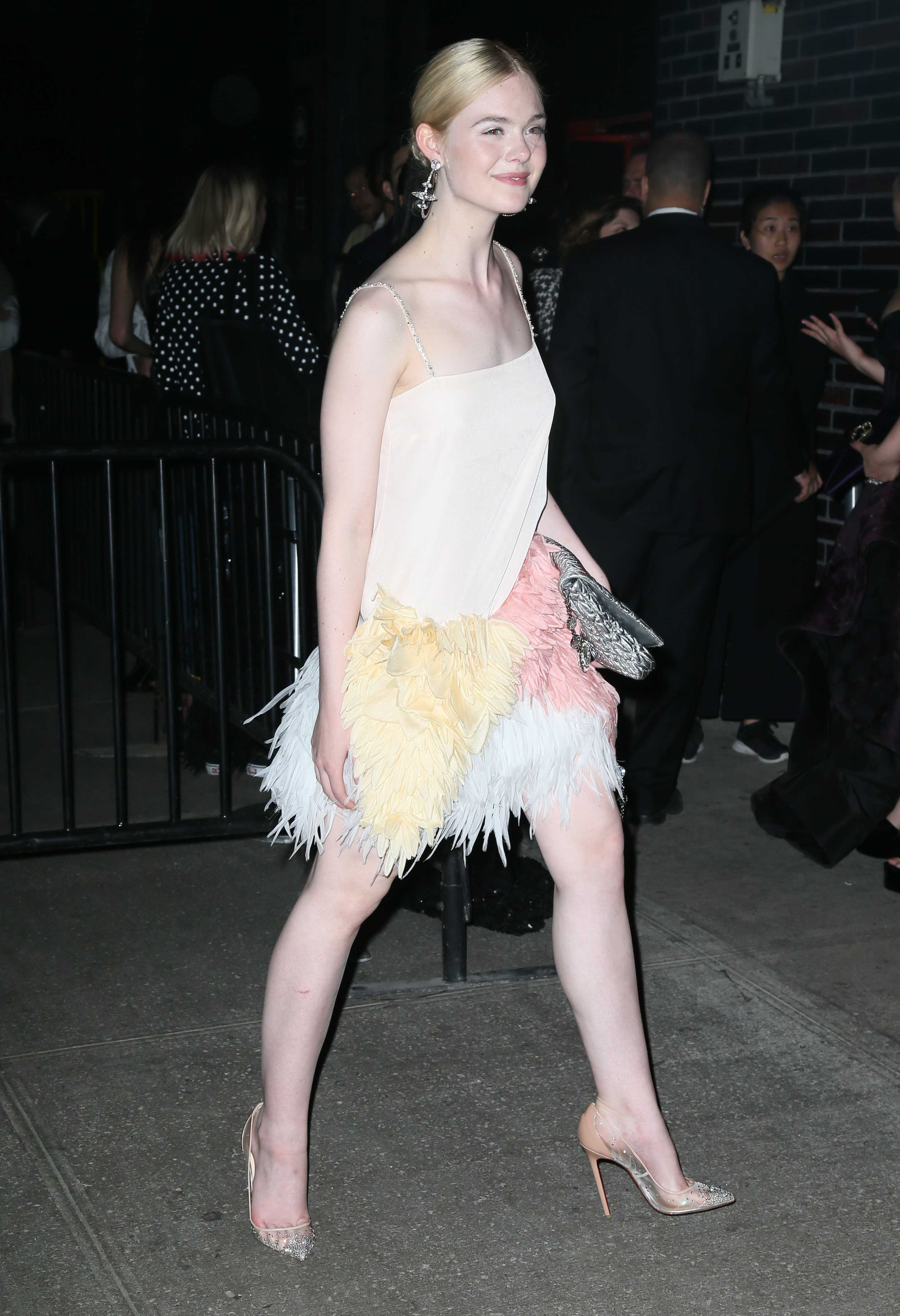Cute Light Blue Wallpapers Elle Fanning Hottest Pictures In Bikini Amp Hd Photoshoots