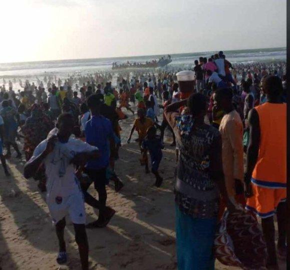 Urgent : Une pirogue de migrants échoue à Goxu Mbacc, 2 morts (vidéo)ParAmath DIOUF 30/10/2020 à 21:56
