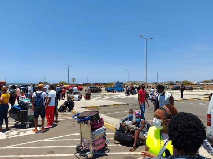 Urgent – Alerte à la bombe à bord d'un avion d'Air Sénégal : L'aéroport de Praia évacuéParMangoné KA 23/04/2021 à 15:49