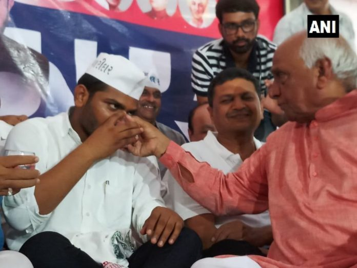 Ahmedabad: PAAS leader Hardik Patel breaks his indefinite hunger strike after 19 days. He was demanding reservations for Patidar community and loan waiver for farmers