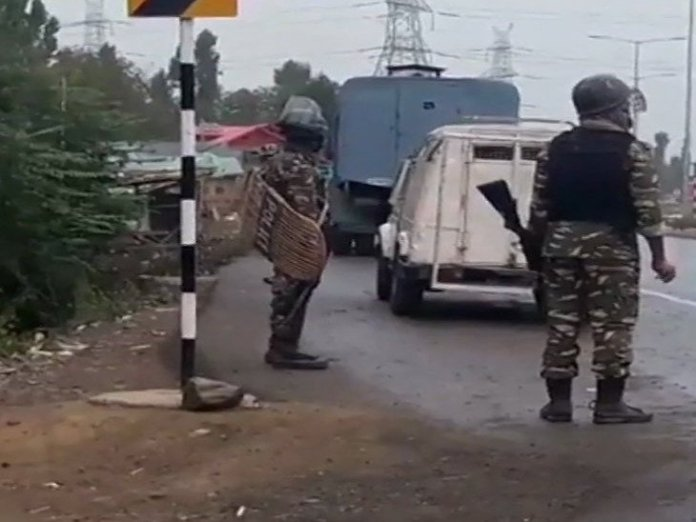 NAT-HDLN-3-terrorists-killed-in-encounter-between-terrorists-security-forces-in-kulgams-gujarati-news-