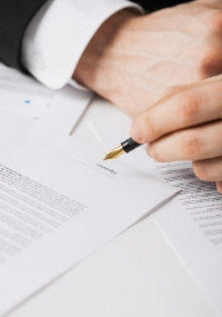Lawyer Contract Signing - Expert and Value
