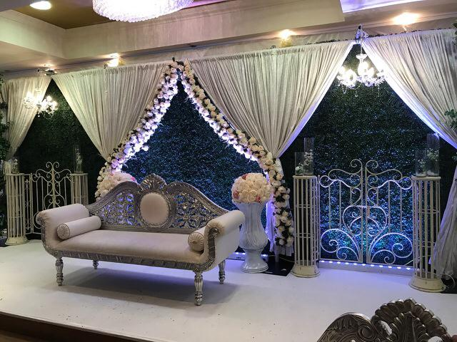 artificial-vertical-garden-wedding-reception-photo-backdrop