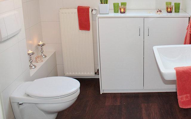 スマホがニキビや吹き出物の原因に!トイレの便座より汚いスマホ