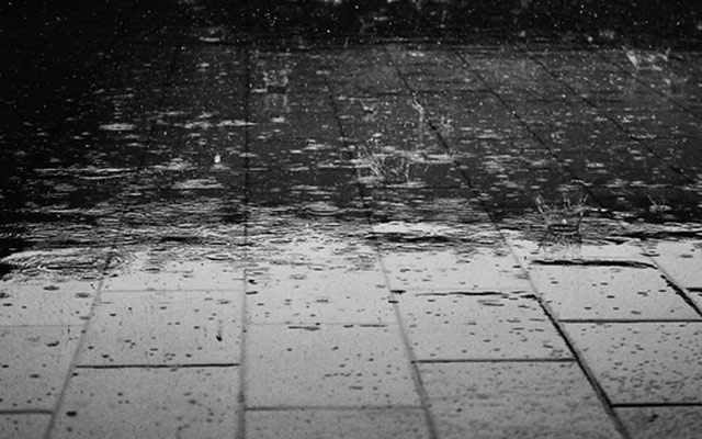 梅雨の不調はニキビの原因に!梅雨の肌荒れの対処方法