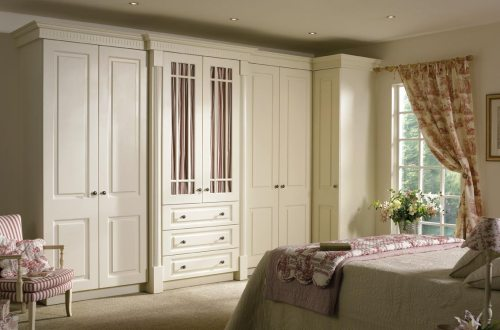 Traditional ivory fitted bedroom