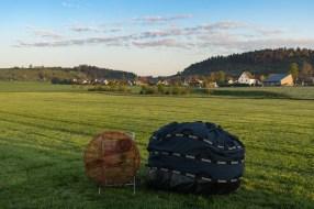 Hier ist der Ballon noch ordentlich verpackt. Sieht handlich aus, der Sack wiegt aber auch gut 250 kg.