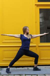 Guerrier Posture yoga variation vinyasa Virabhadrasana 2
