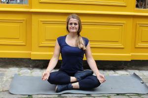 Posture facile yoga Sukhasana