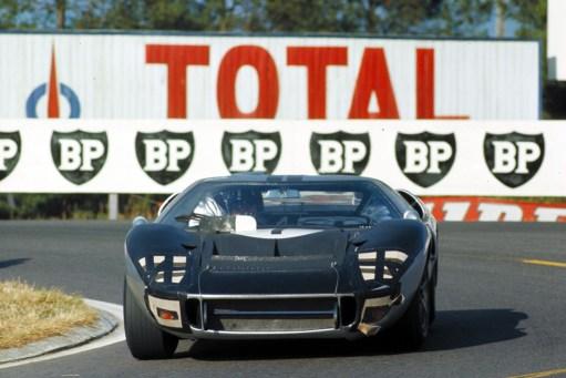 24 Hours of LeMans, LeMans, France, 1966. Graham Hill/Alan Mann Racing Ltd. Ford Mark II. CD#0554-3252-2890-6.