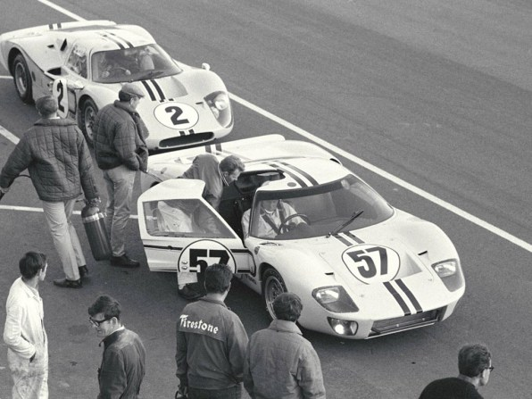 1967_Ford_GT40MarkIV32