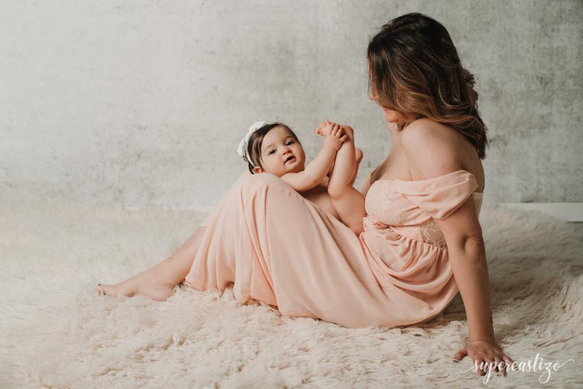 sesion en estudio de un amamá con su bebe en los Villares Jaén