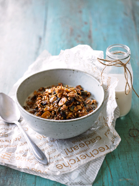 Cranberry and walnut granola low res