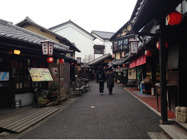 yufuin_hot_spring_shopping