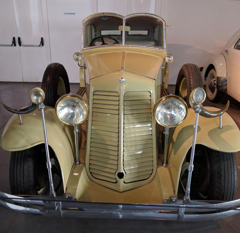 Dalí inspired Renault