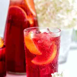 This hibiscus and redcurrant iced tea is ultra refreshing and naturally caffeine-free. Perfect for hydrating on hot days – just keep a big pitcher in the fridge.
