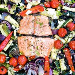 30 minute Mediterranean sheet pan salmon. Quick, easy, healhty and delicious!