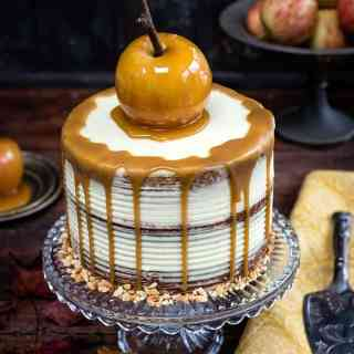 Spiced apple layer cake with mascarpone frosting - the perfect cake for fall