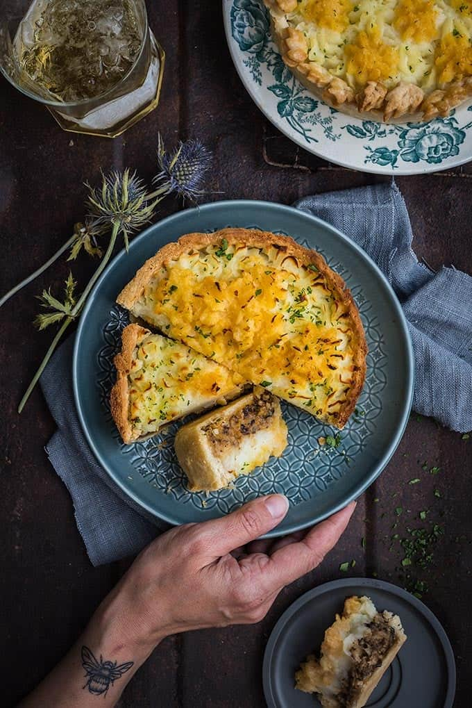 This haggis, neeps (turnips) and tatties (potato) pie is perfect for celebrating Scotland's national day and a delicious, hearty winter meal. #haggis #burnsnight #scottishfood #pie