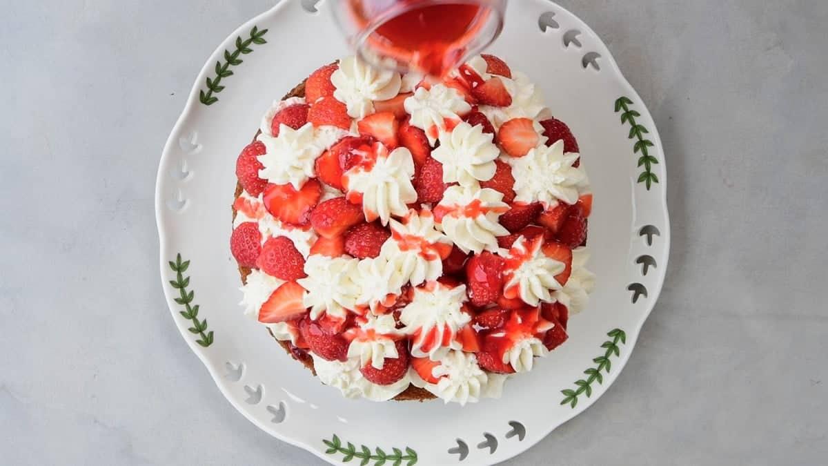 Assembling strawberry rose cake