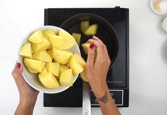 Boiling potatoes for mash